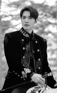"""King of hearts♡ Cr: FlyMinho"" Lee Min Ho Images, Lee Min Ho Photos, Korean Drama Stars, Korean Star, Jung So Min, Boys Over Flowers, Lee Min Ho Wallpaper Iphone, Lee And Me, Handsome Korean Actors"