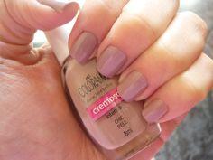 Essa cor é muito linda e delicada e tem o poder de ressaltar a beleza de suas mãos!!! Compre o seu aqui: www.lojadeesmaltes.com.br
