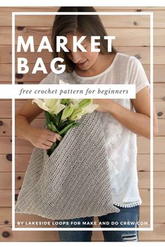 It's hard to believe this beginner crochet tote bag is made from a simple rectangle! Basic crochet stitches and simple folds create a modern, multi-purpose bag. #makeanddocrew #freecrochetpattern #crochetbagpattern