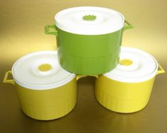 stacking retro canisters add a little 1970s to the kitchen