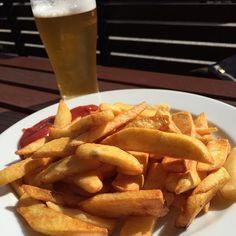 #Chips & #beer in a #beergarden in the #sun. #nothingbetter. #beer #beerstagram #cheers #cheerstagram #cheerstotheweekend #cheerstothefreakinweekend #pale #ale #winechatty #winechattyPeter