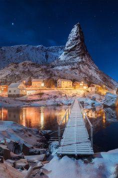 queres ver como es Escandinavia?..Noche estrellada, Isla Lofoten, Noruega