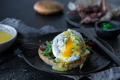 Verdens enkleste og beste egg benedict | Coop Mega Egg Benedict, Food Styling, Bacon, Breakfast, Morning Coffee, Pork Belly