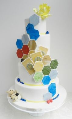 The marbled tiles on this Settlers of Catan cake. | 27 Strikingly Beautiful Wedding Cake Details