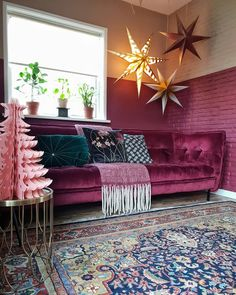 Plum velvet button back sofa, with a vintage rug and pink paper christmas tree in the living room Interior Design Website, Interior Design Living Room, Living Room Sofa, Living Room Decor, Plum Decor, Teal Velvet Sofa, Velvet Furniture, Kids Room Furniture, Peacock Decor