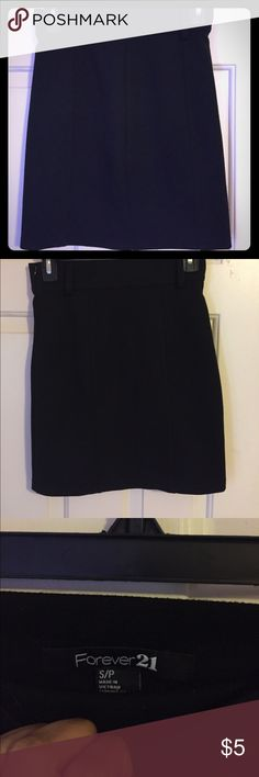 Forever 21 side sip skirt Cute and formal zip up skirt from Forever 21! Has belt hoop to top it off with a belt. Forever 21 Skirts Pencil