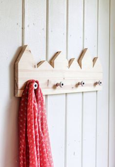 Naulakko Wood Crafts, Diy Crafts, Amazing Life Hacks, Diy Accessories, Wall Hooks, Make And Sell, Art School, Handicraft, Wood Furniture