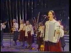 The Kelly Family - Amazing Grace (paddy crying)          This video breaks my heart-----favorite song of their Mom