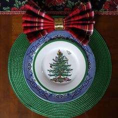 Blue Willow and Spode Christmas tree setting Christmas Place Setting and Christmas Fun! Christmas Puzzle, Christmas Light Displays, Spode Christmas Tree, Christmas Table Settings, Scandinavian Christmas, Christmas Themes, All Things Christmas, Christmas Tree Decorations, Christmas Lights