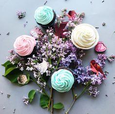 Cupcake flatlay
