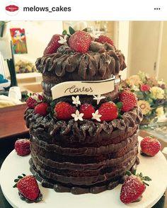 Aqui, de boas, domingando e derepente aprece um absurdo desses que a @melows_cakes faz na minha timeline 😏... Agora é morrer de vontade 😂😂😂 tem cada  coisa lá no insta da @melows_cakes que a gente baba a cada postagem 😍 passem lá pra comprovar 🙏🏻 bom diaa ❤️ #bomdia #coisinhasdecasa #melows #domingo #domingando #nakedcake #delicia