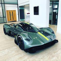 Aston Martin Valkyrie @astonmartin_sa #astonmartin #redbull #hypercar #1000hp