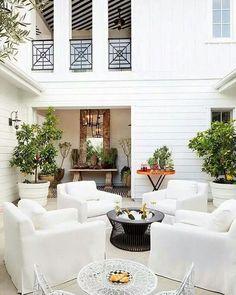 Champagne brunch in the courtyard. Don't mind if I do. :: Design: @jeffandrewsdsgn | photo: Grey Crawford via @mydomaine :: #sundaychill