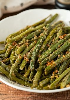 Roasted Frozen Green Beans, Parmesan Roasted Green Beans, Parmesan Roasted Cauliflower, Oven Green Beans, Baked Green Beans, Cooking Green Beans, Roasted Vegetable Recipes, Veggie Recipes, Green Bean Recipes