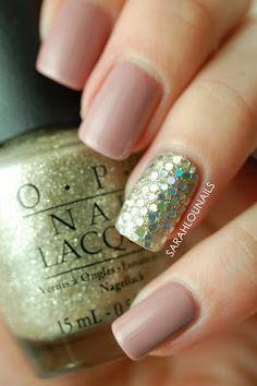 Glitter Accent Nail!