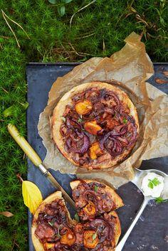 Kantarellikeikaus // Chanterelle Tarte Tatin Food & Style Taina Salovaara Photo Timo Villanen Maku 5/2014. www.maku.fi