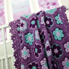 Pinner said: Peyton's purple & aqua african flower hexagon blanket. I finally finished crocheting it for her, it turned out so pretty. Crochet Granny Square Afghan, Crochet Squares, Crochet Blanket Patterns, Crochet Motif, Crochet Designs, Crochet Yarn, Knitting Patterns, Crochet Stitch, Granny Squares