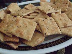 I crackers sono una preparazione semplice ma molto divertente, che piacerà anche ai più piccoli. Vediamo insieme come realizzarli