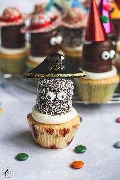 Faschingstipp: Schwedenbomben mit Partyhütchen Cupcakes, Kids Meals, Hair Inspiration, Table Decorations, Desserts, Blog, Sweets, Fruit And Veg, Clean Foods