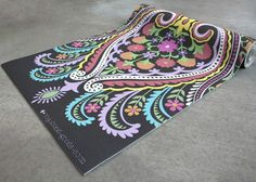 This is a gorgeous mat.  I wish I could have it...just not for almost $100 =/