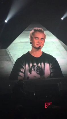 Justin Bieber performing on Purpose World Tour . Justin Bieber Selena Gomez, Justin Bieber Facts, Justin Bieber Images, Justin Bieber Posters, Justin Bieber Style, Justin Bieber Wallpaper, Justin Hailey, Patch Kids, Celebrity Couples