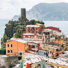 """""""You may have the universe, if I may have Italy"""" 🇮🇹❤️. . Home to 'la dolce vita', delicious food, amazing wine, romantic scenery (like here in Vernazza 😍) and a unique way of life, Italy is basically our spirit country. . Check out our latest post on why Italy might just be your spirit country 