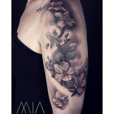 【mia_tattoo_trier】さんのInstagramをピンしています。 《Kirschblüten  #cherryblossoms #cherryblossom #armtattoos #blackandgreytattoo #realistictattoo #miatattoo #miatattoostudio #trier #luxemburg #miatattoos》