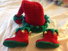 Handmade baby elf hat and booties size 3/6 months NEW INFANT  Christmas jingle bells