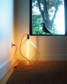 Eclairage : Dame jeanne, lampe edison en tube et fil de couleur