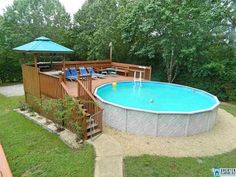 Excellent Snap Shots backyard pool deck Tips : Constructing a swimming pool inside your yard could be a fascinating experience. It truly is every single homeowner's Above Ground Pool Landscaping, Above Ground Pool Decks, Backyard Pool Landscaping, Backyard Pool Designs, In Ground Pools, Above Ground Swimming Pools, Piscina Intex, Piscina Diy, Oberirdischer Pool