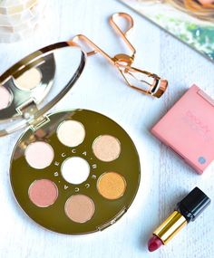 The best Sephora holiday 2017 gift sets that give you the most bang for your buck! Beauty Make Up, Diy Beauty, Beauty Hacks, Beauty Tips, Becca Cosmetics, Cosmetics & Perfume, Makeup Swatches, Makeup Dupes, Makeup Vault