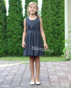 833a1a3e1c Grafitowa sukienka na galowe okazje! Sukienka charakteryzuje się ciekawym  motywem kratki