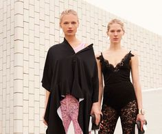 ÚLTIMAS  Versace pré outono-inverno 2017/18Lady Gaga não vai ser a Donatella Versace! :(Emilio Pucci pré outono-inverno 2017/18Givenchy pré outono-inverno 2017/1813 batons pretos pra você ficar bruxona na sexta-feira 13!Celebração à vida noturna em curta-metragem da Kenzo!Gosha Rubchinskiy outono-inverno 2017/18Costume Designers Guild Awards: os indicadosConfira o line-up da Semana de Moda Masculina de Milão!Valentino pré outono-inverno 2017/18Dior pré outono-inverno 2017/1820 cacheadas de…
