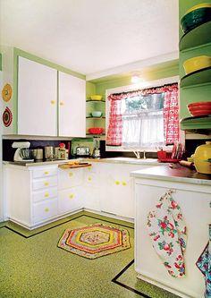 This 1940s kitchen has confetti-patterned Marmoleum with a simple border. (Photo: Blackstone Edge Studios)