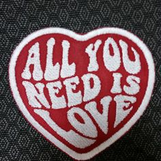 All You Need Is Love coeur brodé Patch avec le fer sur support, amour Patch, Patch, Patch de coeur pour les vêtements d