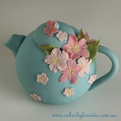 Another design featured in my decorating workshop, mini sculpted teapot with sugar blossoms, inspired by Franz porcelain.