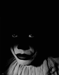 """""""You don't wanna lose it Georgie, Bill's gonna kill you. It Pennywise, Pennywise The Dancing Clown, Le Clown, Creepy Clown, Creepy Art, Best Horror Movies, Scary Movies, Stephen King Film, Bill Skarsgard Pennywise"""