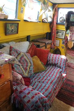 Moon to Moon: The Houseboat of Illustrator Tabby Booth. Looks very cosy. Love that pop of yellow!