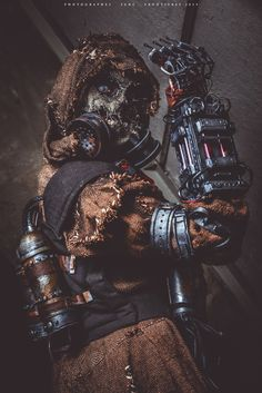 "Me as Scarecrow from Batman Arkham Knight, I wanted to keep the ""classic look"" making the mask with this material Amazing photo by !!  instagram.com/angelabermudeza/  twitter.com/AngelaBe..."