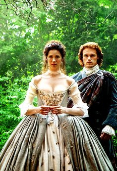 "Loving the costume design on ""Outlander"". Caitriona Balfe /Claire Beauchamp and Sam Heughan /Jamie Fraser in Outlander (TV Series, [x] Jamie Fraser, Claire Fraser, Jamie And Claire, Outlander Season 2, Outlander Book Series, Outlander 3, Sam Heughan Outlander, Starz Series, Outlander Knitting"