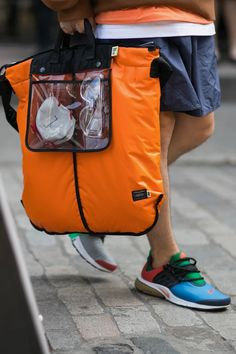 London Fashion Week Men's The Most Colorful Looks - London Fashion Week Men's The Most Colorful LooksLeather Bags Leather Accessories, Handbag Accessories, White Tote Bag, White Bags, Sac Week End, Men's Totes, Parisienne Chic, London Fashion Week Mens, Nylon Bag