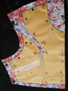 Sewing Darts - Step by Step Easy Tutorial Dress Sewing Patterns, Sewing Patterns Free, Sewing Tutorials, Clothing Patterns, Sewing Tips, Pattern Drafting Tutorials, Sewing Projects, Sewing Piping, Blouse Tutorial