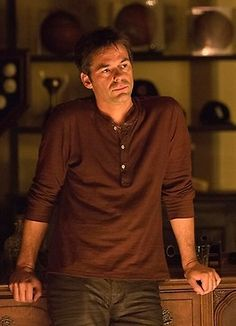 Want to love Revolution but am not quite there, but do enjoy watching Billy Burke fight Revolution Tv Show, David Lyons, Billy Burke, Tracy Spiridakos, Music Tv, Best Shows Ever, Best Tv, Revolutionaries, Favorite Tv Shows