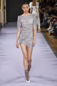 Talbot Runhof Spring 2019 Ready-to-Wear Fashion Show Collection: See the complete Talbot Runhof Spring 2019 Ready-to-Wear collection. Look 29 Women's Couture Fashion, Women's Runway Fashion, Elite Fashion, Fashion Brands, Women's Fashion, Fashion Designers, Pretty Dresses, Beautiful Dresses, Chic Outfits