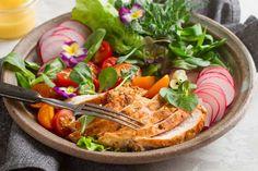 Grillad kyckling – tips så den blir helt perfekt | Aftonbladet Tzatziki, Ramen, Ethnic Recipes, Food, French Fries, Apples, Essen, Meals, Yemek