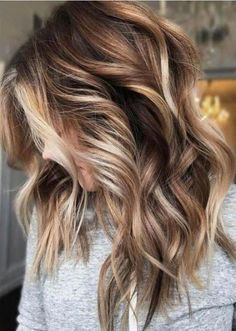 A very simple cut can be created beautiful with a blonde appearance. One reason balayage ombre styles have gotten so popular is their normal look when compared to straight-line highlighting. Ecaille balayage is all around the place this season. Ombre Hair Color, Hair Color Balayage, Blonde Color, Cool Hair Color, Balayage Hairstyle, Fall Hair Colors, Hair Colours, Autumnal Hair Colour, Trendy Hair Colors