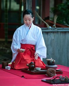 Sen-cha preparation.  I prepare sencha almost every day, but I probably don't look this good doing it.
