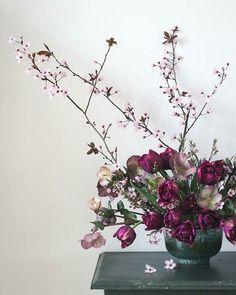 Pauline (@cloverhome.nl) • Instagram-foto's en -video's Tulips, Glass Vase, Floral Wreath, Wreaths, Blog, Instagram, Home Decor, Floral Crown, Decoration Home