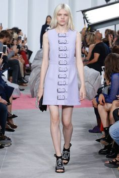 View the complete Carven Spring 2017 collection from Paris Fashion Week.