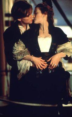 """Die Liebesgeschichte zwischen """"Jack"""" (Leonardo DiCaprio) und """"Rose"""" (Kate Winslet) auf der """"Titanic"""" (1998) ist zwar sehr romantisch, hat aber auch ziemlich heiße Momente zu bieten. Als """"Jack"""" """"Rose"""" nackt zeichnet, knistert es gewaltig. Titanic Leonardo Dicaprio, Leonardo Dicaprio Kate Winslet, Young Leonardo Dicaprio, Titanic Kate Winslet, Kate Titanic, Titanic Movie, Leonardo And Kate, Kate Winslet And Leonardo, Best Love Movies"""